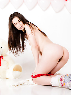 Showy Beauty  Sonya  Brunettes, Striptease