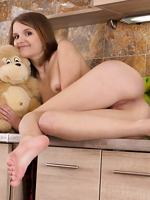 Amour Angels  Sofia  Ass, Legs, Teens, Solo